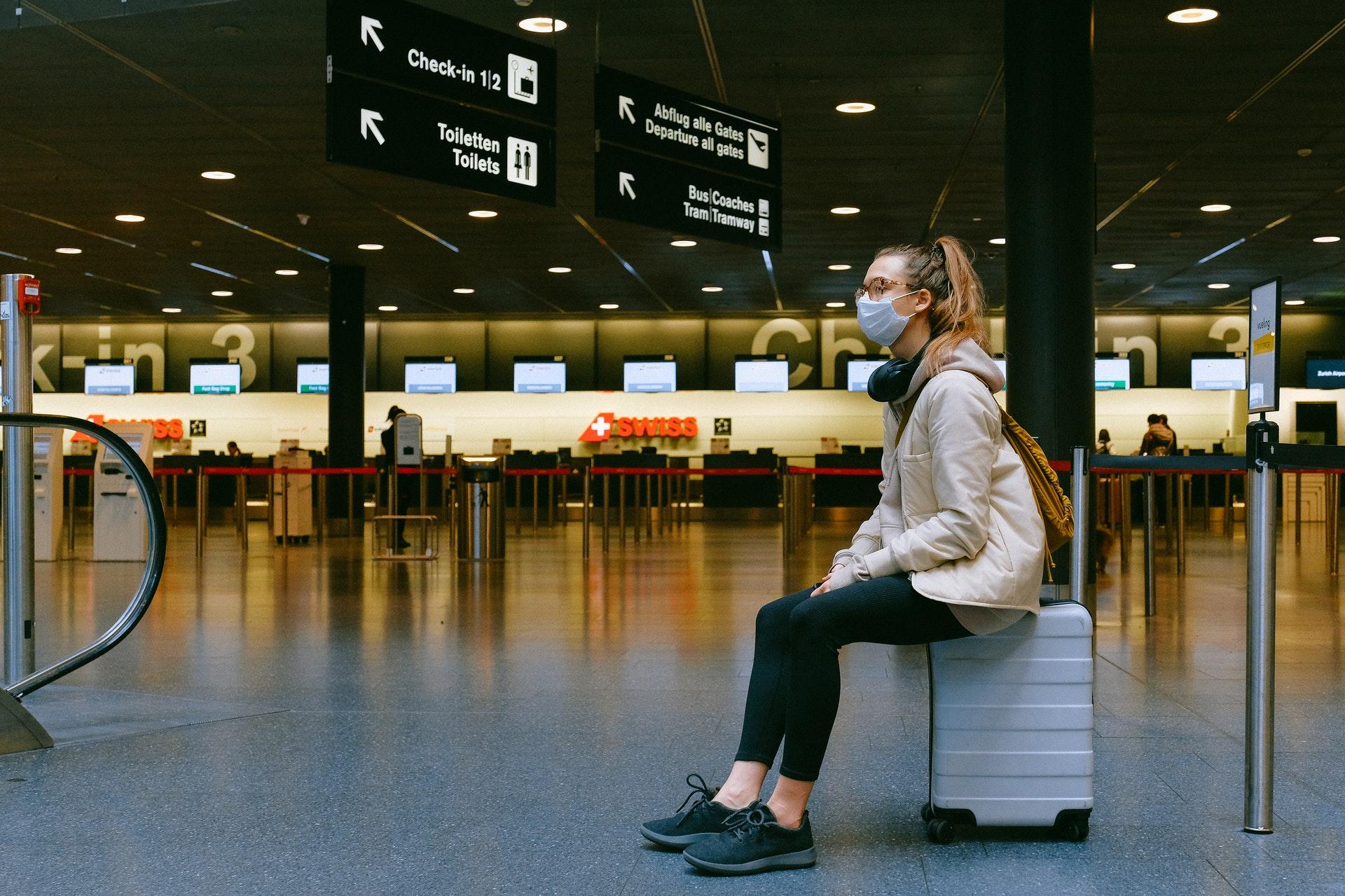 Si te mueves en avión, usa una mascarilla cómoda para viajar seguro con el coronavirus.