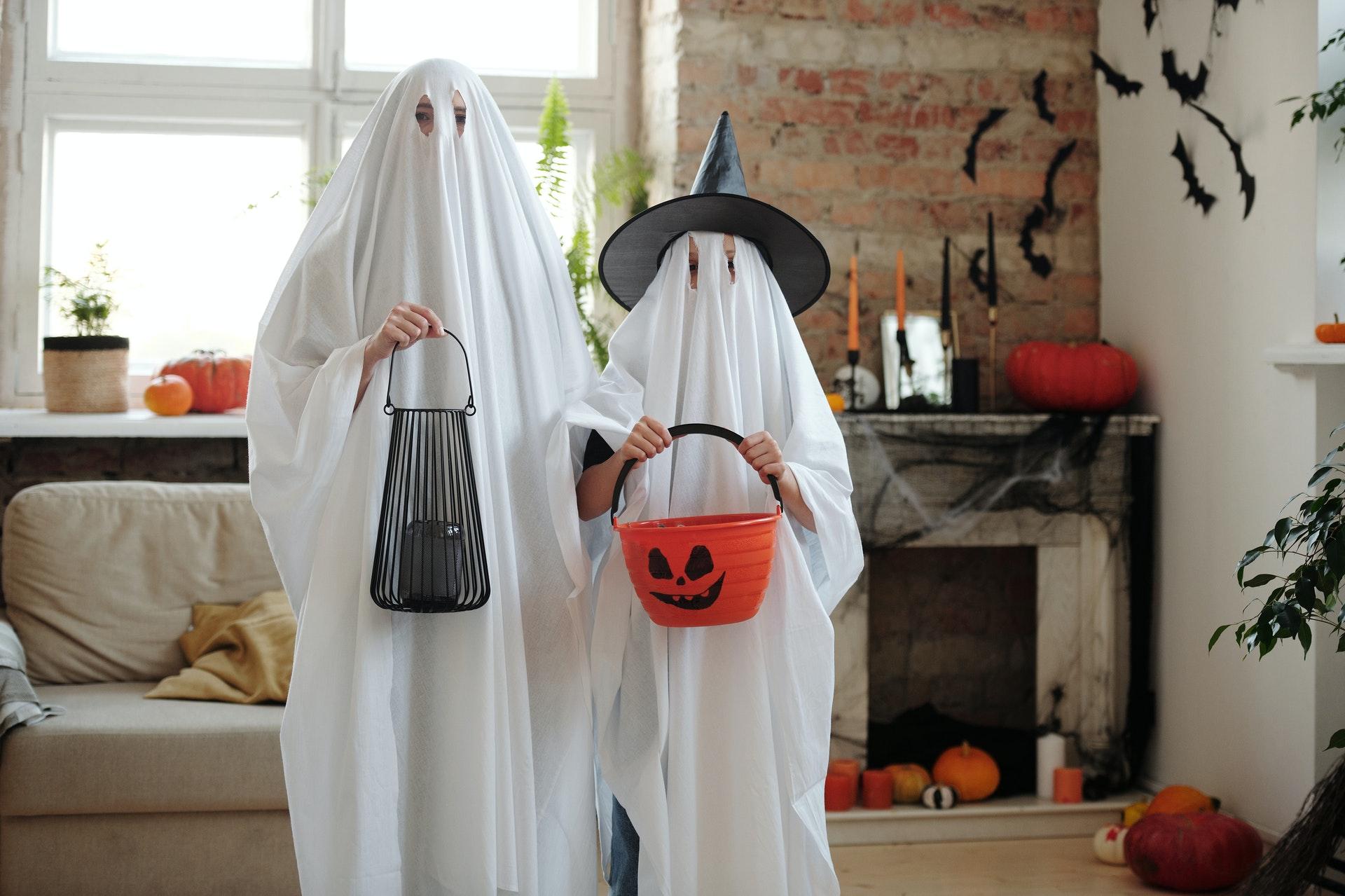 Incluye la mascarilla sanitaria dentro del disfraz de Halloween para prevenir el coronavirus