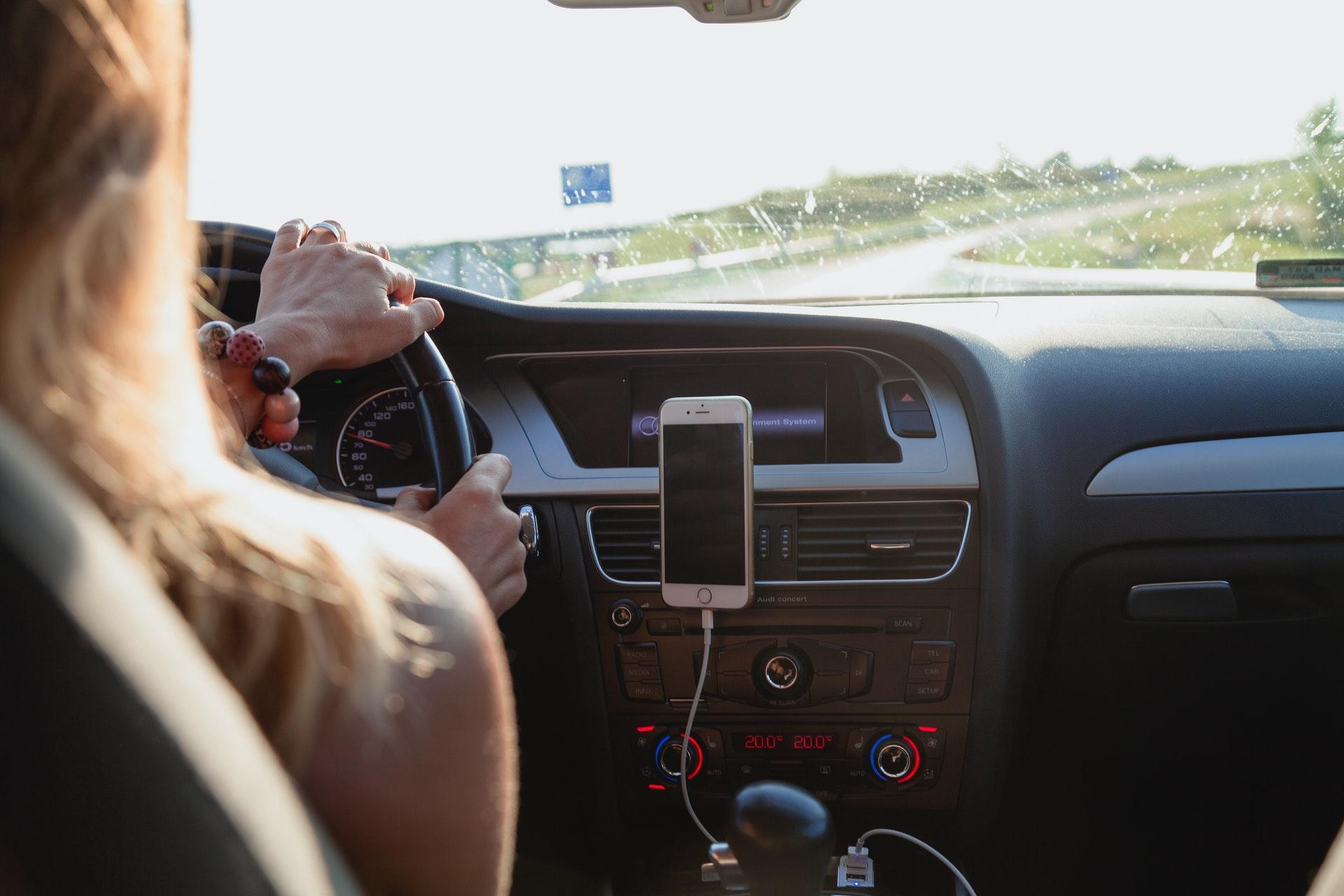 Hoy en día hay sencillos gadgets que nos ayudan a conducir seguro.