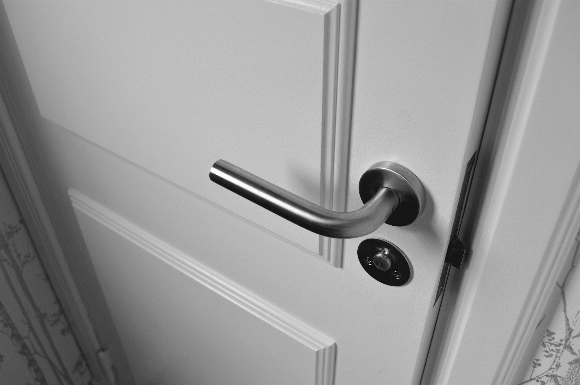 La Policía Nacional ha señalado qué marcas en las puertas utilizan los ladrones antes de realizar robos en domicilios.